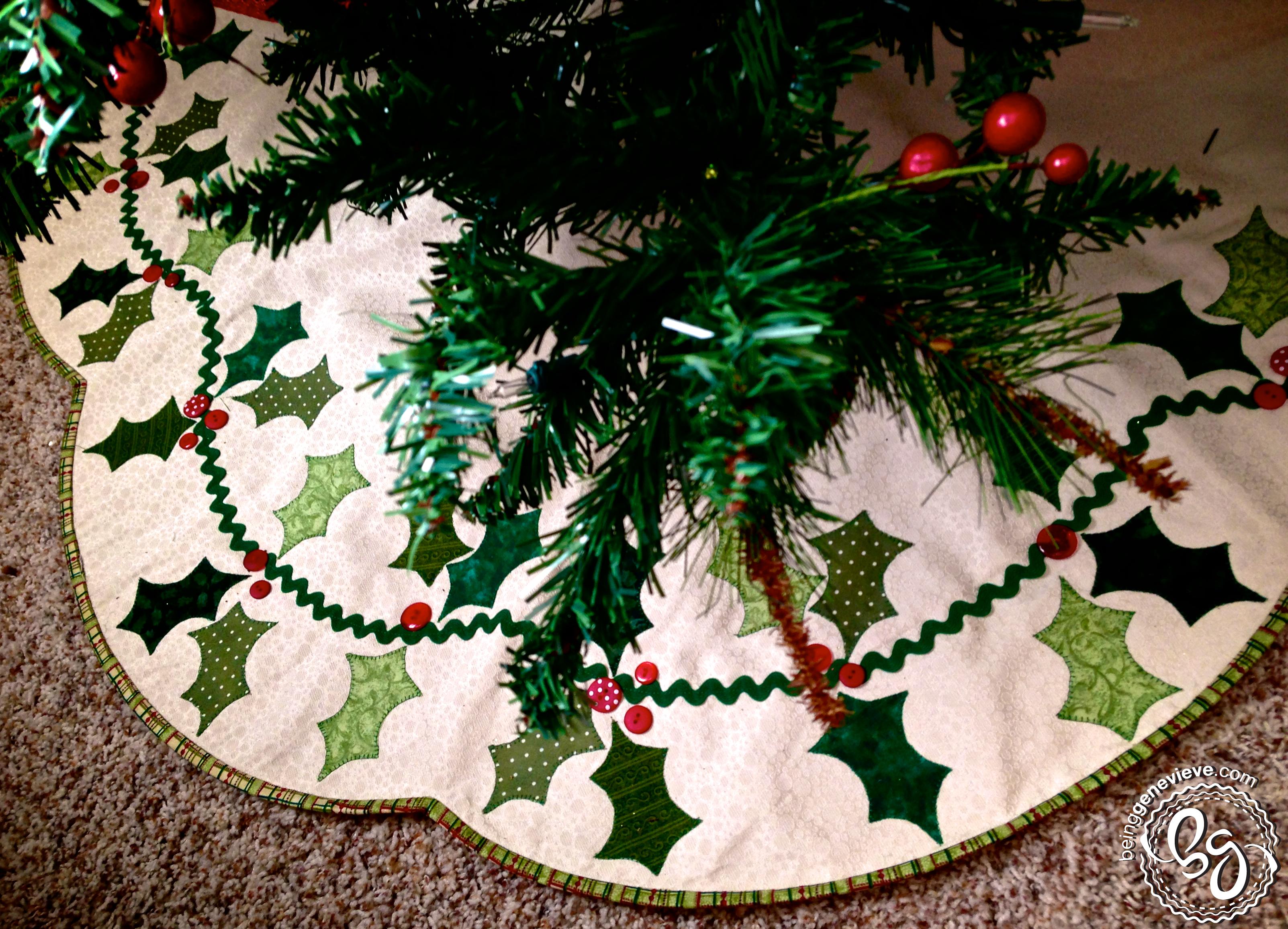 Scalloped Tree Skirt