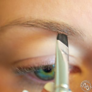 Filling in Eyebrow 004